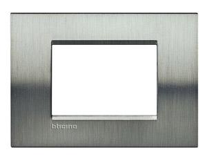 Рамка 3мод. LivingLight прямоугол. фактурная сталь Leg BTC LNA4803ACS купить в интернет-магазине RS24